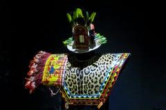 Ropa tradicional de los indios del nativo americano fotos de archivo