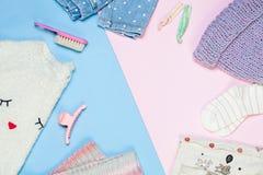 Ropa y accesorios de la moda del ` s del niño fijados: suéter, sombrero hecho punto, bufanda, manoplas Ropa del invierno Visión s Fotos de archivo libres de regalías