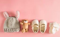 Ropa y accesorios del bebé imagenes de archivo