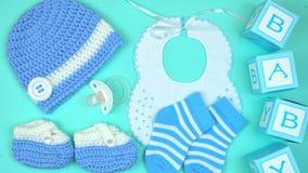 Ropa y accesorios del cuarto de niños del bebé de arriba fotografía de archivo libre de regalías