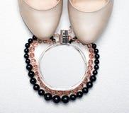 Ropa y accesorios femeninos de moda Fotografía de archivo libre de regalías