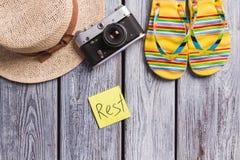 Ropa y accesorios femeninos para el resto de la playa Fotografía de archivo libre de regalías