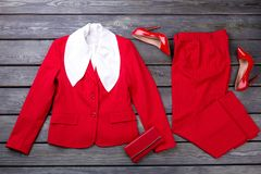 Ropa y accesorios formales rojos del negocio del ` s de las mujeres Imagen de archivo libre de regalías