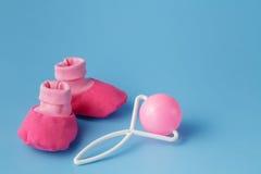 Ropa y accesorios para los bebés Imágenes de archivo libres de regalías