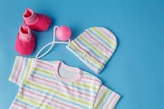 Ropa y accesorios para los bebés Imagen de archivo libre de regalías