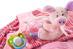 Ropa y juguetes del bebé Fotos de archivo libres de regalías