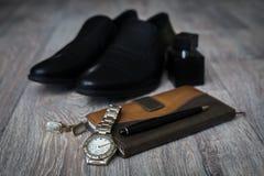 Ropa y zapatos del ` s de los hombres Imágenes de archivo libres de regalías