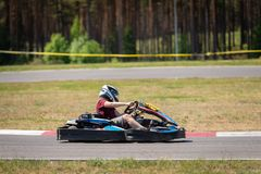 ROPAZI, LETTONIE - 24 MAI 2018 : CHAMPIONS de Sports Games ZZ d'étudiant Photo libre de droits
