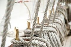 Rope auf einem alten Segelboot Stockfoto