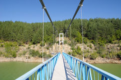 Rope Fußgängerbrücke auf Kardzhali-Verdammung, Bulgarien Lizenzfreie Stockfotos