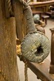 rope gammala block för block trä arkivbild