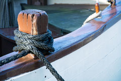 Rope knot on deck of an old sailboat Royalty Free Stock Photos
