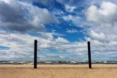Rope la cerca en la playa del mar Báltico Imágenes de archivo libres de regalías