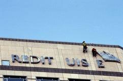 Rope les nettoyeurs suspendus, quai jaune canari, Londres photos libres de droits