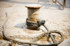 Rope moored to the pier Royalty Free Stock Photography