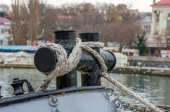 Rope tied to the tugboat Royalty Free Stock Photos