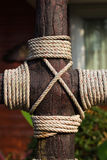 Rope tied on wood post Royalty Free Stock Images