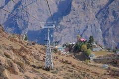 Ropeway av den Auli hillstationen Arkivfoton