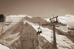 Ropeway bij skitoevlucht Stock Afbeelding