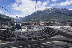 Ropeway i Aosta till Pila Arkivbild