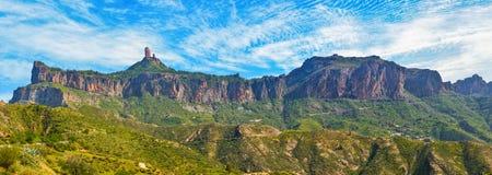 Roque Nublo峰顶的看法在大加那利岛海岛,西班牙上的 库存图片
