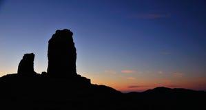 Roque Nublo à la tombée de la nuit, île de canaria de mamie Image stock