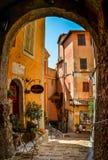 Roquebrune medeltida by i Frankrike Royaltyfria Bilder