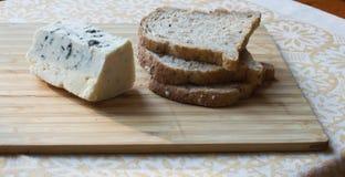 Roquefor y pan del queso Foto de archivo libre de regalías