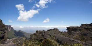 从Roraima tepui的看法在Kukenan,委内瑞拉 库存图片