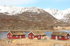 rorbu τρία στεγών χλόης παραδο&sig Στοκ φωτογραφία με δικαίωμα ελεύθερης χρήσης