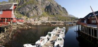 Rorbu, casas tradicionales noruegas del pescador, Lofoten Foto de archivo