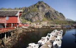 Rorbu, case tradizionali norvegesi del pescatore, Lofoten Fotografie Stock Libere da Diritti