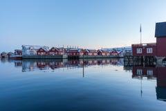 Rorbuer или кабины fishermans в Svolvaer, Норвегии Стоковое Фото