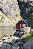Rorbuer, vissershuis op stelten in Lofoten-archipel Royalty-vrije Stock Afbeeldingen