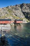 Rorbuer, vissershuis op stelten in Lofoten-archipel Royalty-vrije Stock Foto's