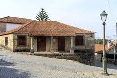 Roriz †'Stary dom i latarnia uliczna Zdjęcie Royalty Free