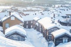 Roros一个美好的早晨风景  世界遗产地方 古镇在中央挪威 免版税图库摄影