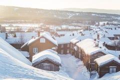 Roros一个美好的早晨风景  世界遗产地方 古镇在中央挪威 库存照片