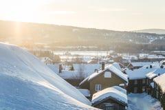 Roros一个美好的早晨风景  世界遗产地方 古镇在中央挪威 图库摄影