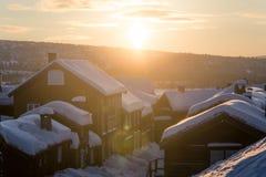 Roros一个美好的早晨风景  世界遗产地方 古镇在中央挪威 库存图片