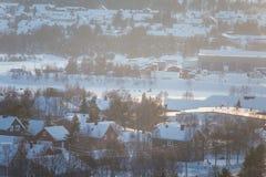 Roros一个美好的早晨风景  世界遗产地方 古镇在中央挪威 免版税库存图片