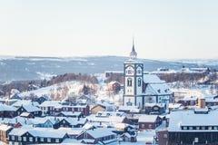 Roros教会一个美丽的塔在中央挪威 世界遗产名录站点 免版税图库摄影