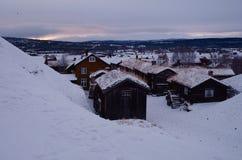 Roros早期的冬天老采矿镇  图库摄影