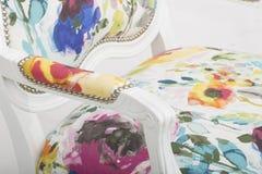 Rosa Akzent-Stuhl err?ten Stuhl-multi gelegentliches hei?es, Lillian August Albert Tufted Floral Upholstered Chair, JACEY-BLUMENp stockfoto