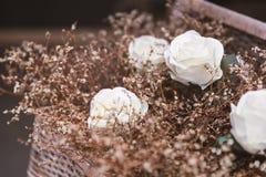 Rosa artificiale di bianco con erba asciutta Fotografia Stock Libera da Diritti
