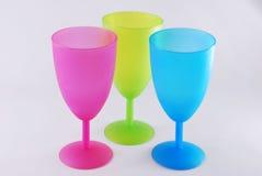 Rosa azul de los vidrios plásticos coloridos Fotografía de archivo