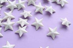 Rosa bakgrund med vita stjärnor Royaltyfria Bilder
