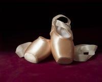 Rosa balettpointeskor Arkivbilder