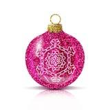 Rosa Ball des Vektors Weihnachtsmit silberner Schneeflocke stock abbildung