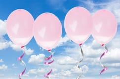 Rosa baloons im Himmel Lizenzfreie Stockbilder